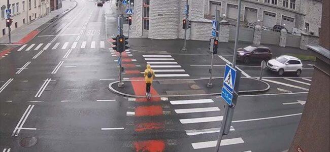 VIDEO: OH ISSVER – Vaata, milline õnnetus juhtus Gonsiori tänaval tõukeratturiga