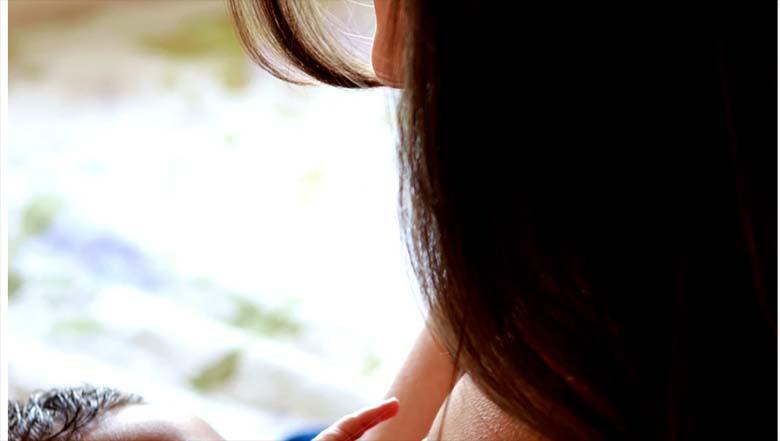 FOTOD: Värske ema jagas imetamispilte, mis paljude kommenteerijate jaoks on väga ebasünnis