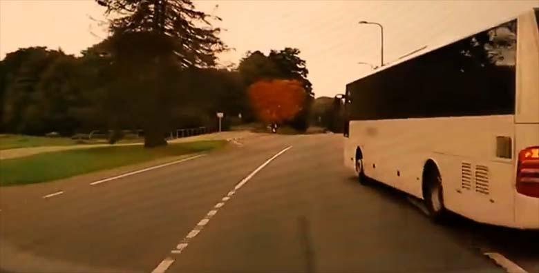 VIDEO | Meeldetuletus autojuhtidele: Asulateel, kus suurim lubatud kiirus on kuni 50 kilomeetrit tunnis…