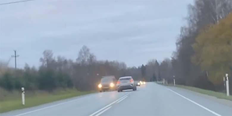VIDEO: ÕUDNE kogemus - Saaremaale teel olnud autojuht korraldas kaasliiklejatele korraliku hirmupahvaka