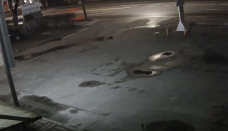 VIDEO: JÕHKER AVARII - Politsei eest kihutanud roolijoodik sõitis BMW vastu laternaposti pooleks