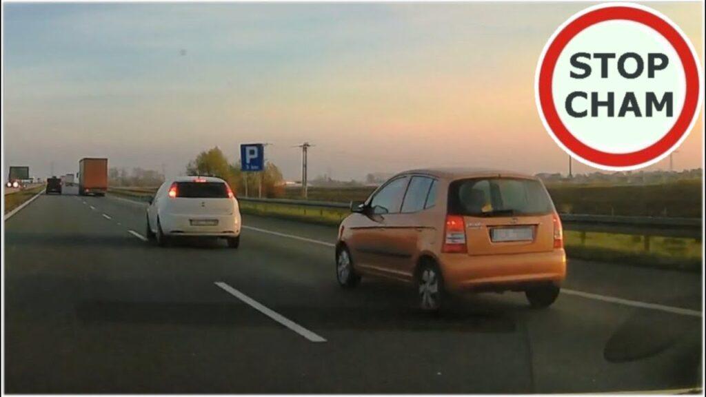 VIDEO: VAATA, kuidas sellele jorsile selgeks tehakse, et aeglaselt ei sõideta teises reas