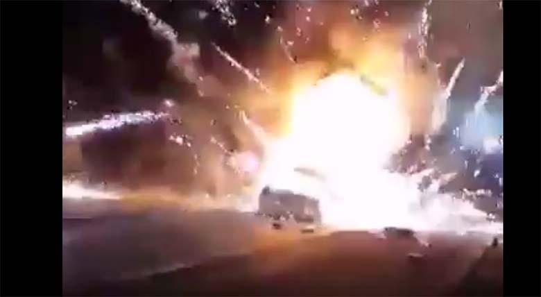 VIDEO: VÄGA jõhker – Limusiin läks Tallinn-Tartu maanteel ilutulestikuga põlema
