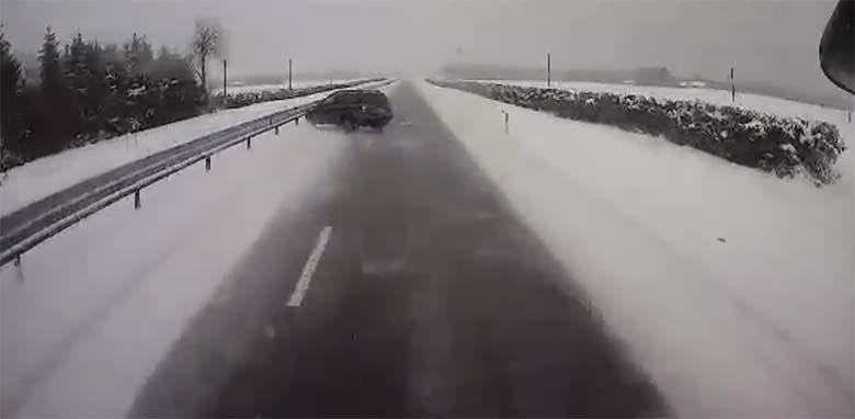 VIDEO: AVARII - Tartu maanteel veokist möödunud autojuht ei saanud libeda tõttu juhtimisega hakkama